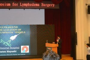 台湾での国際学会にて手術・発表の様子 delivering a lecture at the 5th World Symposium for Lymphedema Surgery