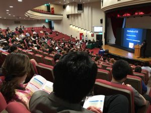 台湾での国際学会にて手術・発表の様子 delivering a lecture at the 5th World Symposium for Lymphedema Surgery