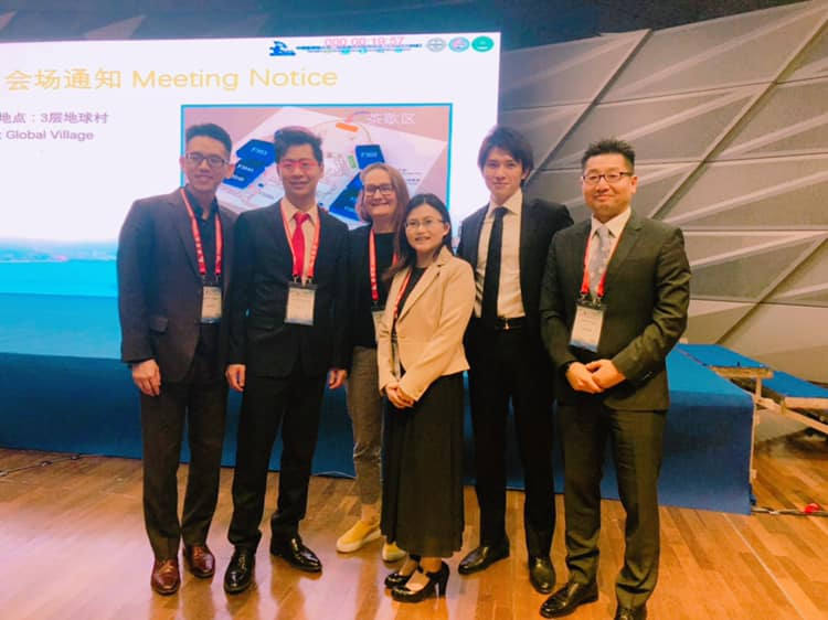 中国・大連にて、keynote lectureで発表 mentorや外国の友人と