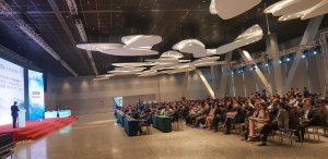 中国の学会にて、keynote lectureで発表風景