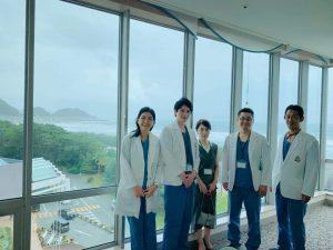 韓国からの見学 亀田総合病院より海を背景に