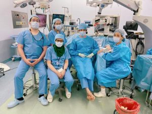 イギリス・インドネシアからの見学 手術室にて